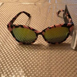 Beautiful sunglasses 100% UV protection NWT